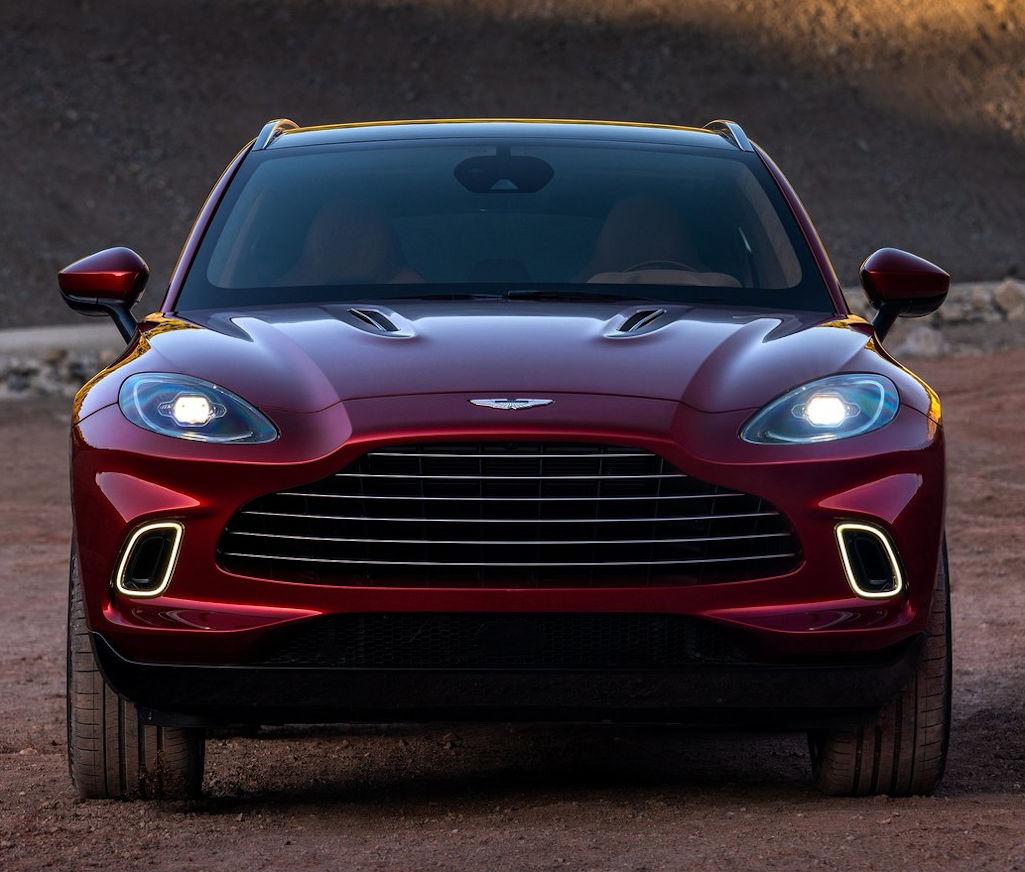 фары, решетка, бампер Aston Martin DBX 2021