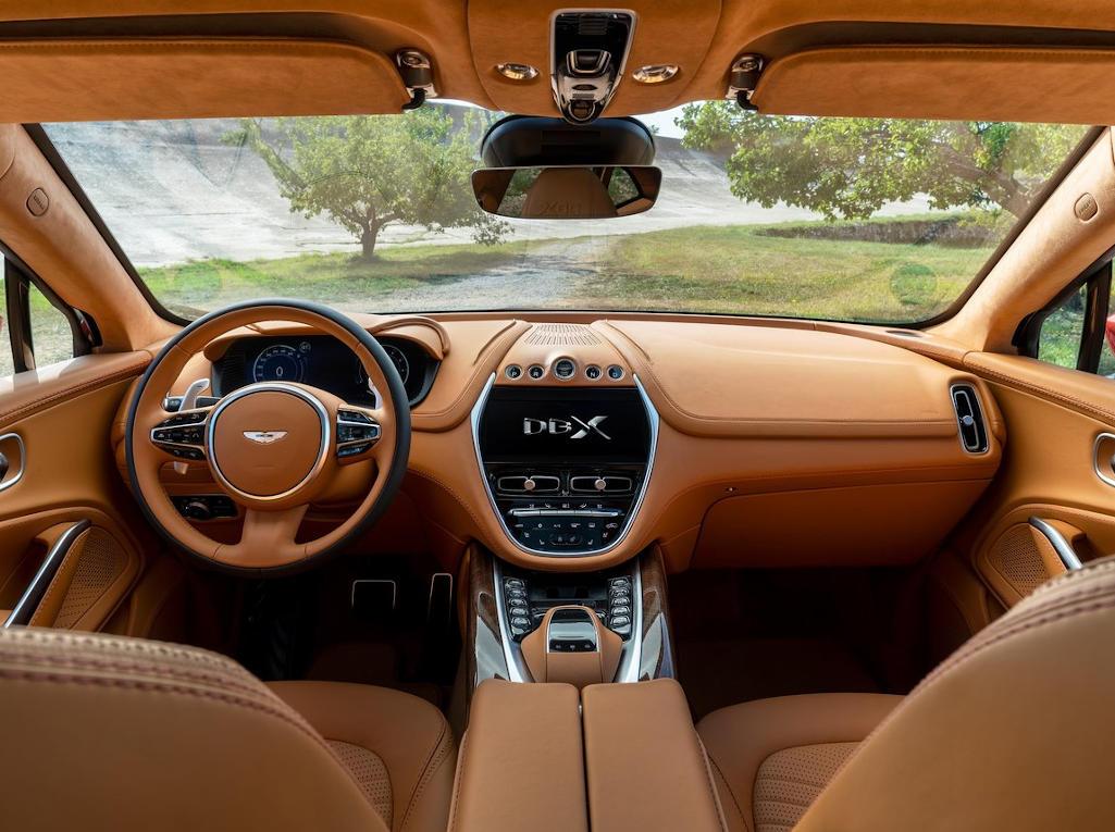 салон Aston Martin DBX фото