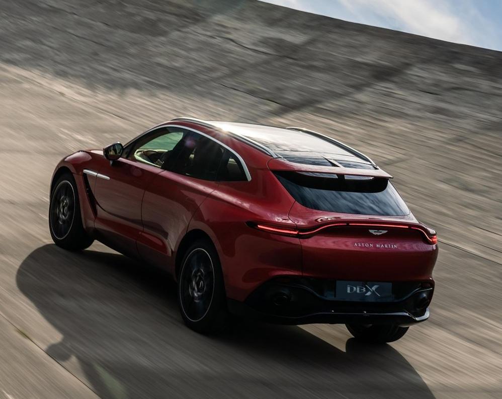 задние фонари Aston Martin DBX 2021