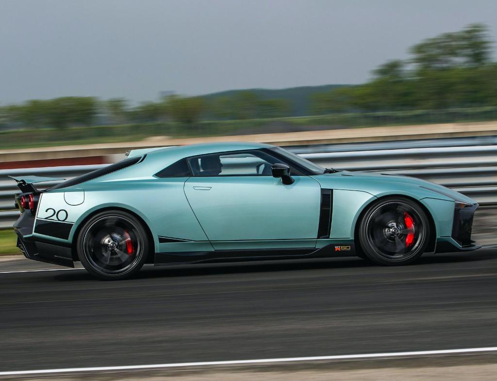 новый Nissan GT-R50 Italdesign 2021 сбоку