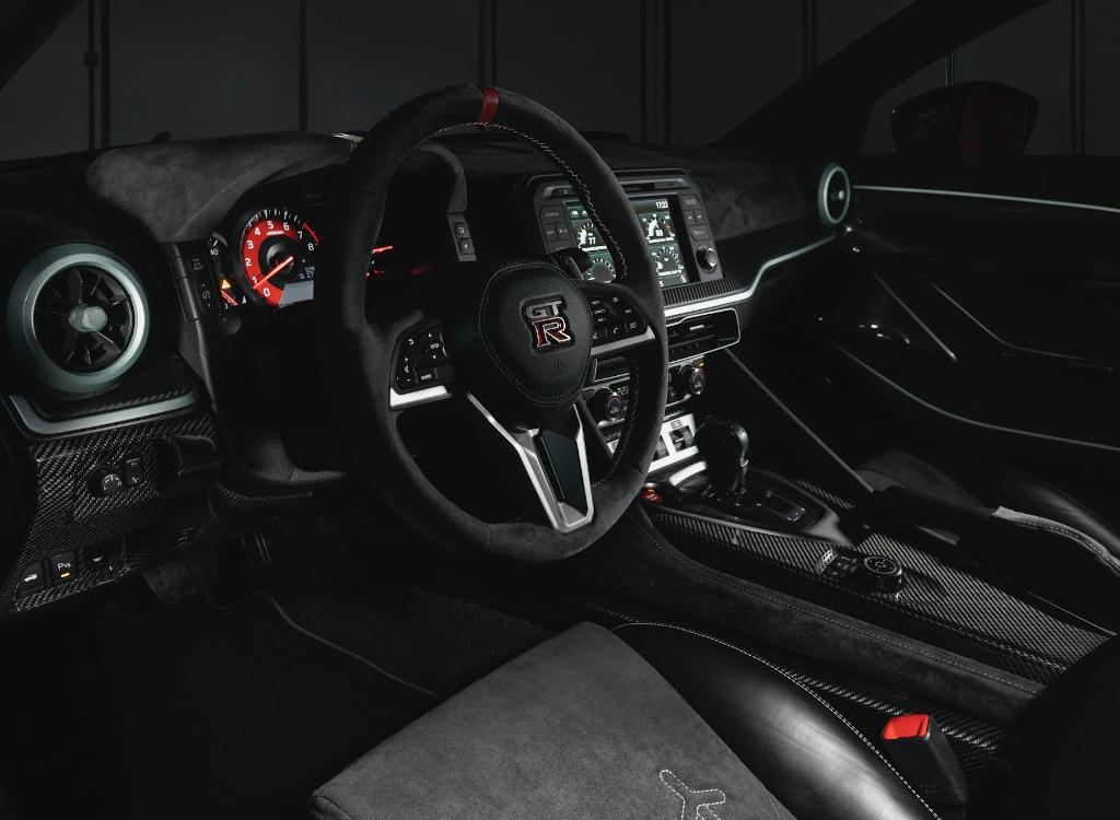салон Nissan GT-R50 Italdesign 2021