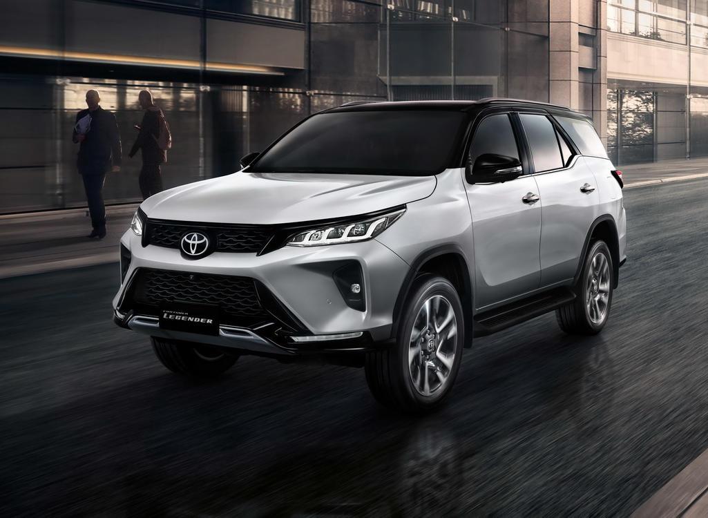 фото нового Toyota Fortuner 2021 года