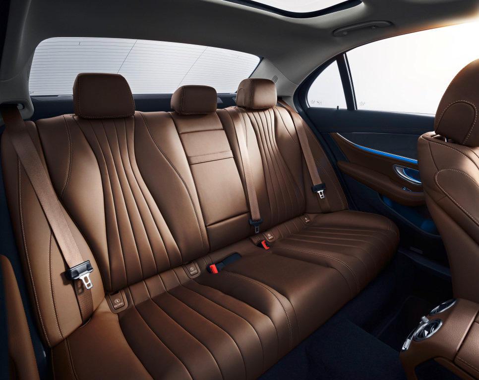 интерьер Mercedes E-Class 2021