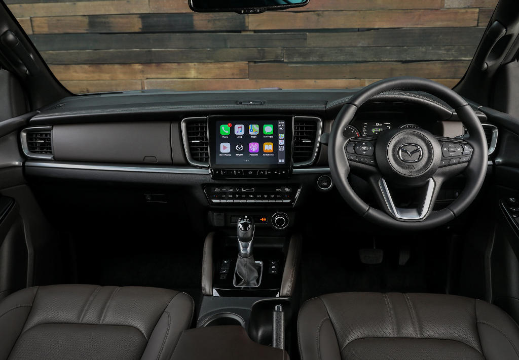салон Mazda BT-50 2021