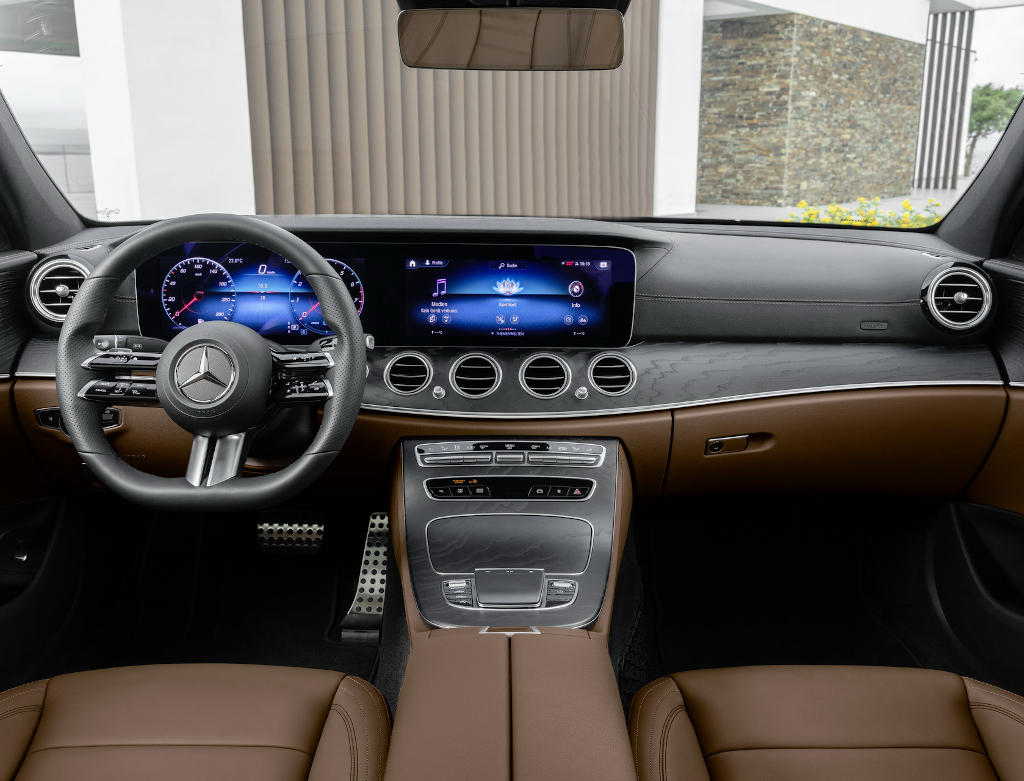 салон Mercedes E-Class 2021