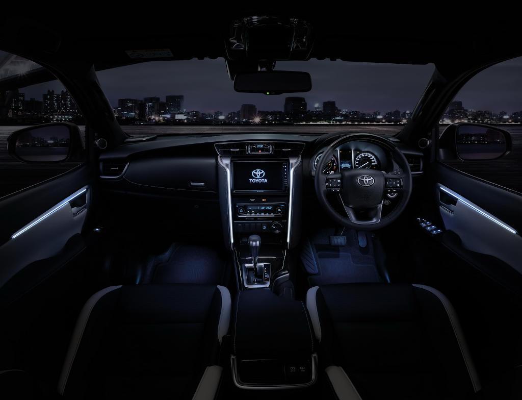 Toyota Fortuner 2021 салон