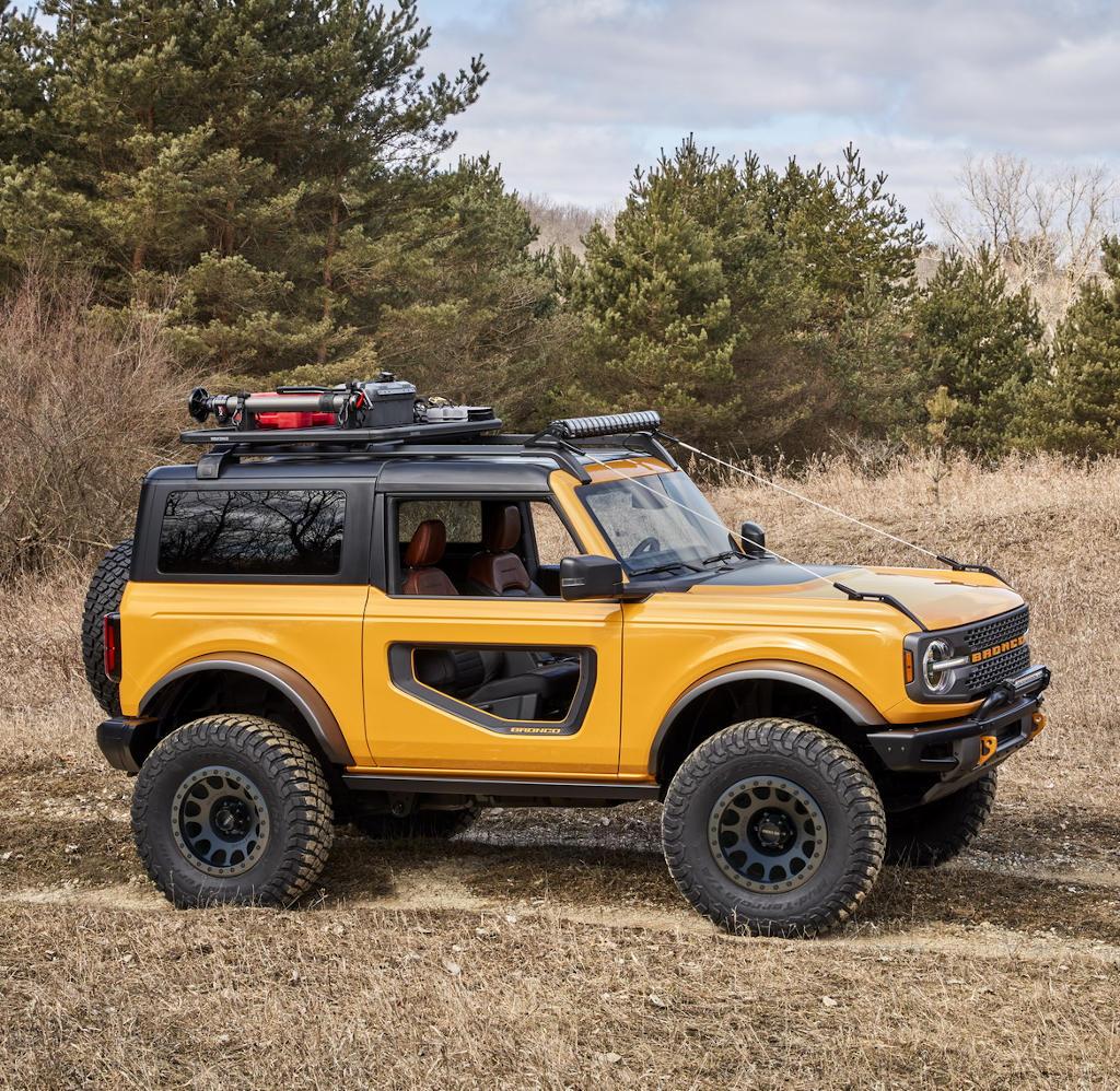 Ford Bronco 2021 сбоку