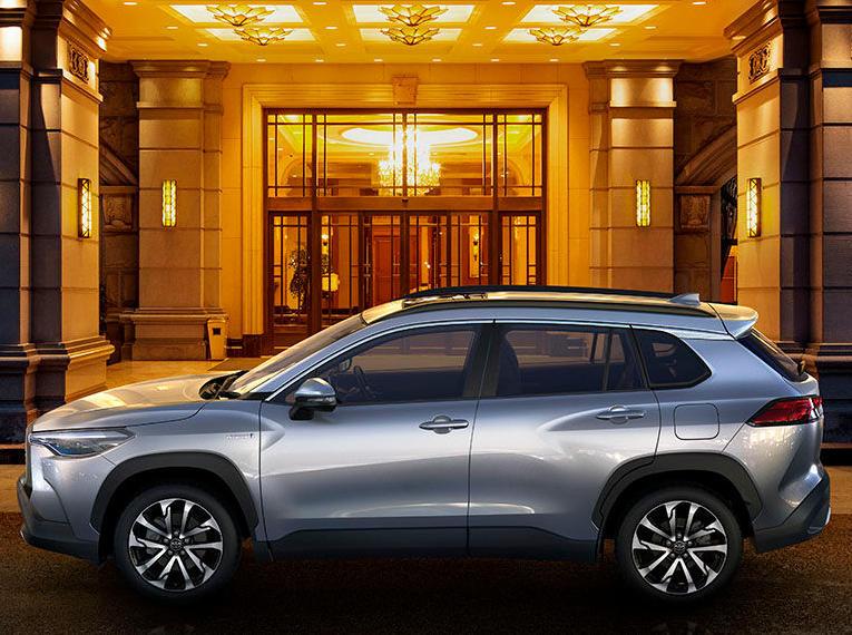 фото Toyota Corolla Cross 2021 года