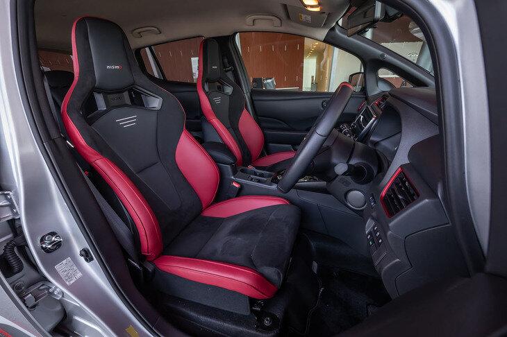 интерьер Nissan Leaf Nismo 2021