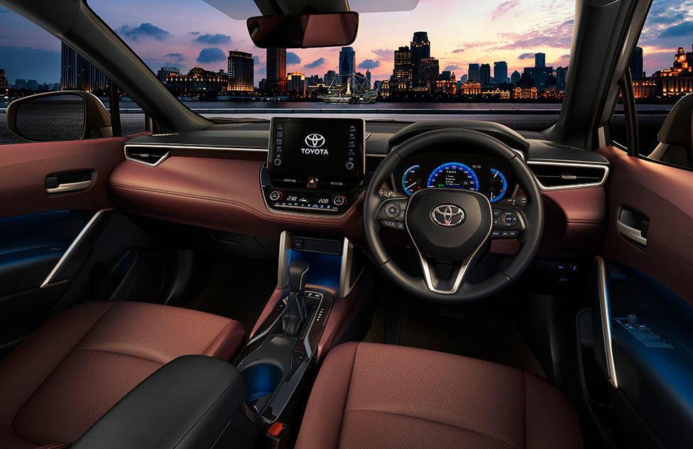 салон Тойота Королла Кросс 2021 фото