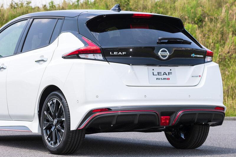 задняя часть Nissan Leaf Nismo 2021