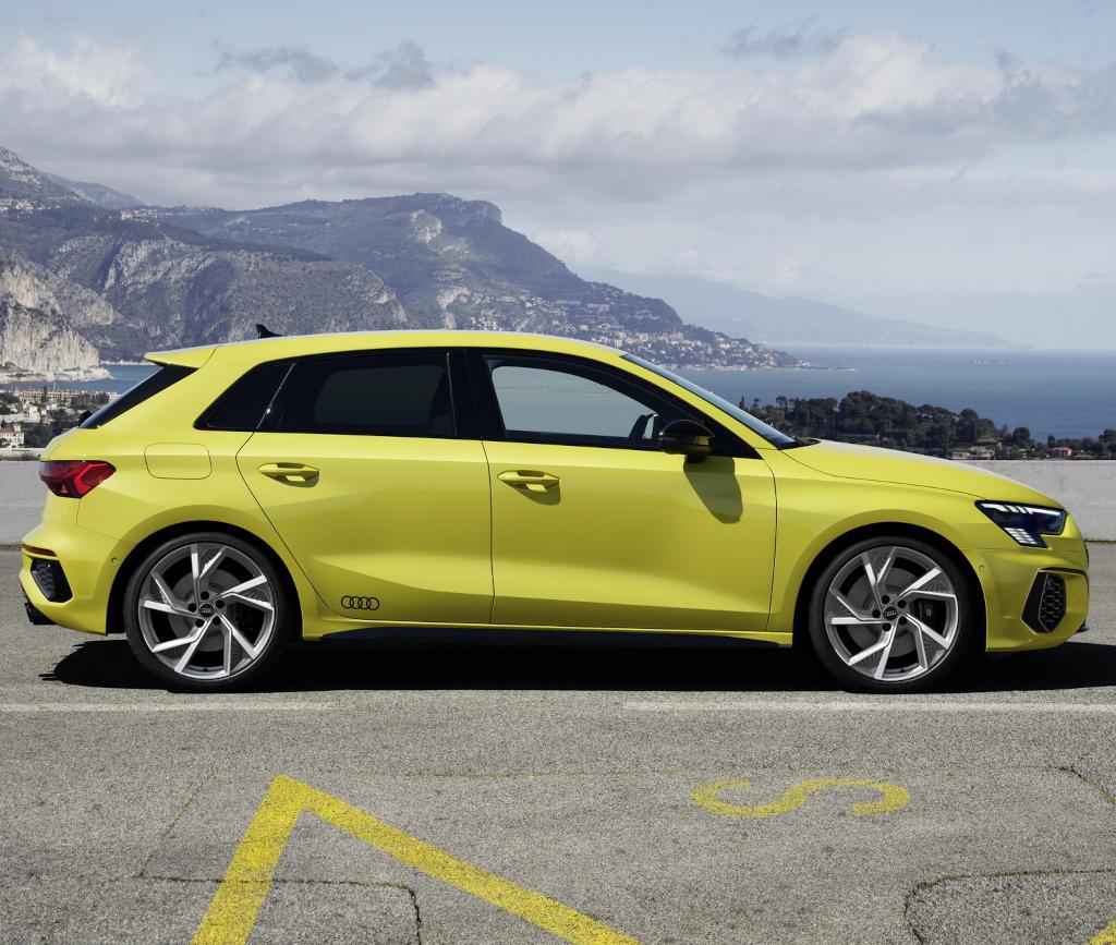 Audi S3 Sportback 2021 сбоку