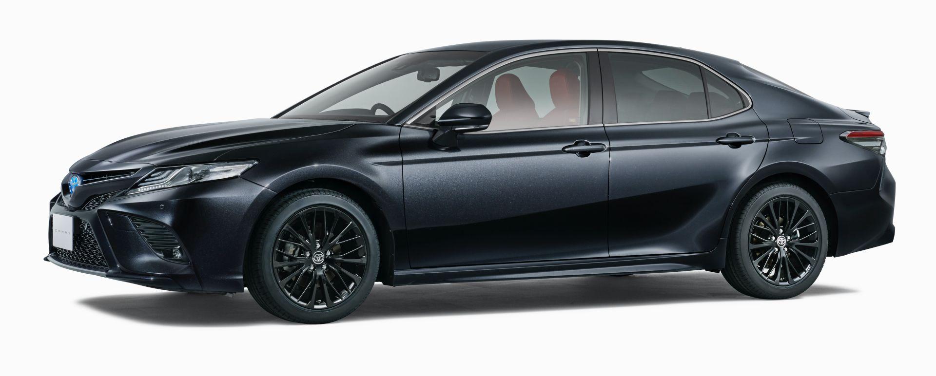 фото сбоку Toyota Camry WS Black Edition 2020—2021