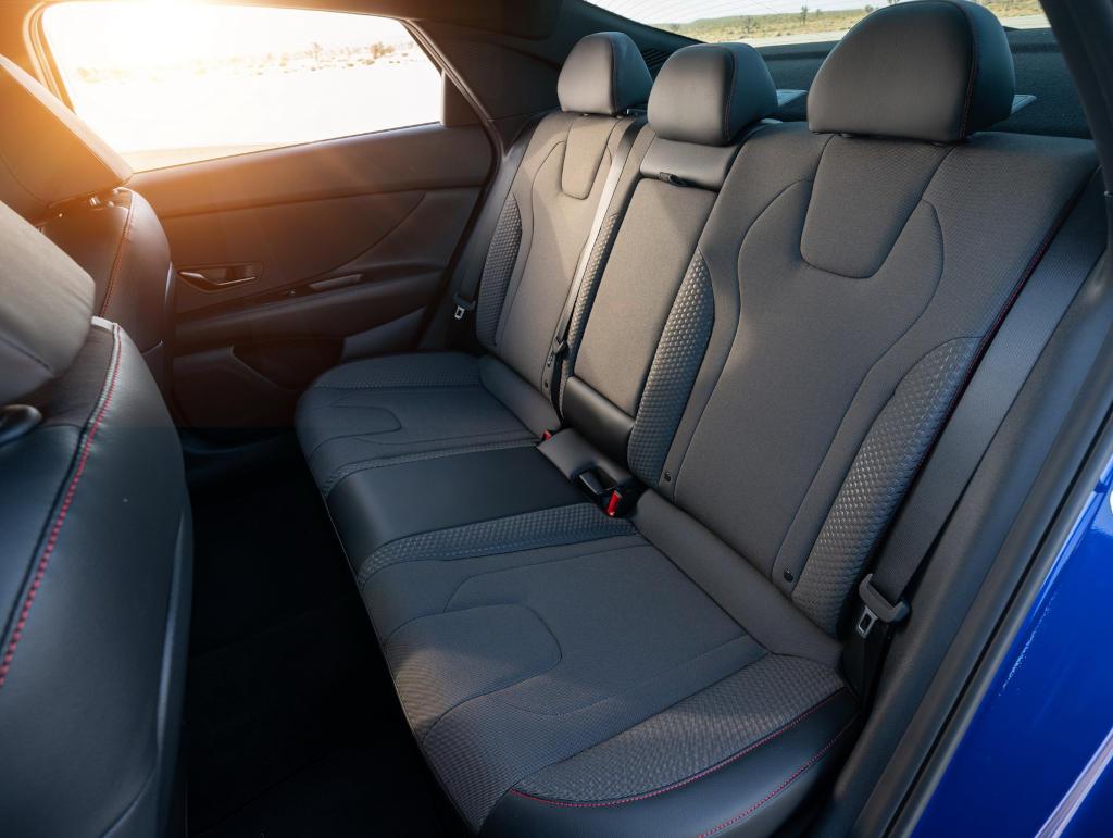 интерьер Hyundai Elantra N Line 2021