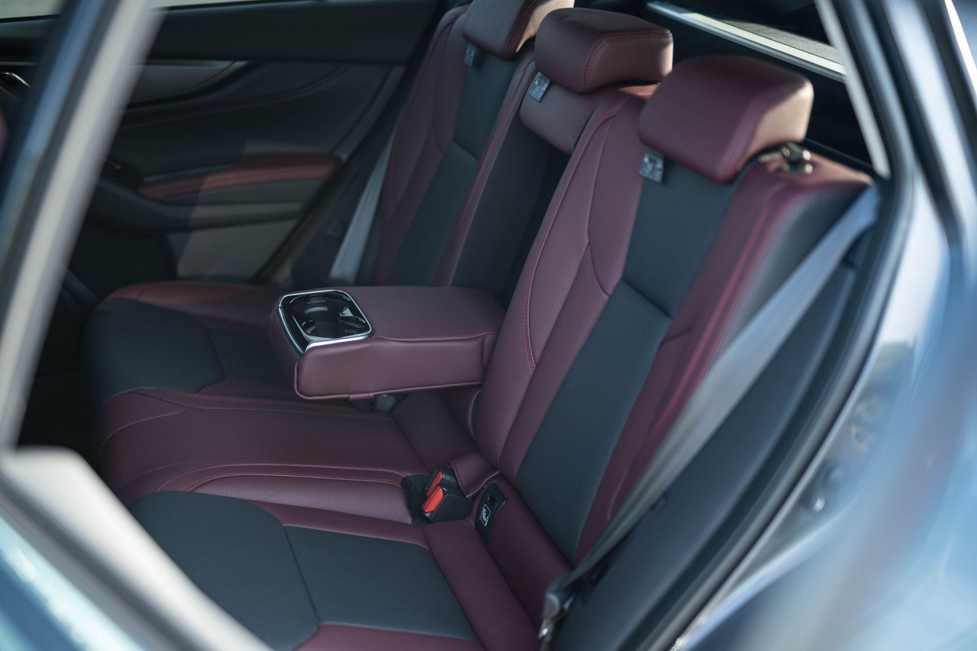новый Subaru Levorg 2021 интерьер