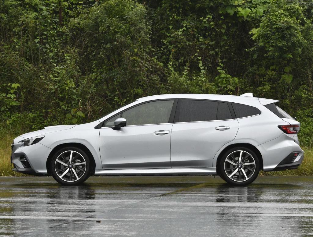 новый Subaru Levorg 2021 сбоку