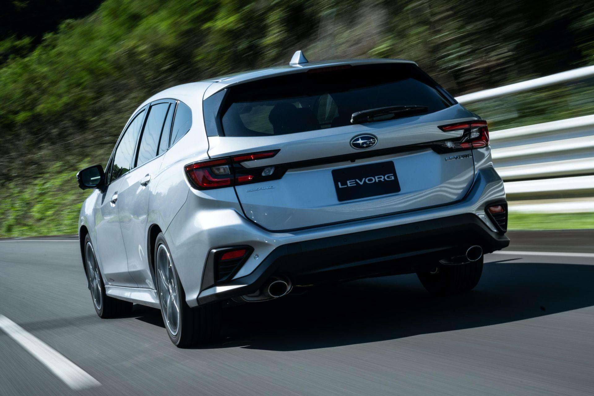 новый Subaru Levorg 2021 задняя часть