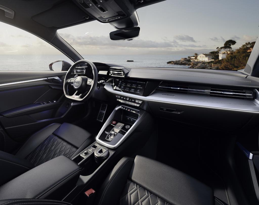салон Audi S3 2021 фото