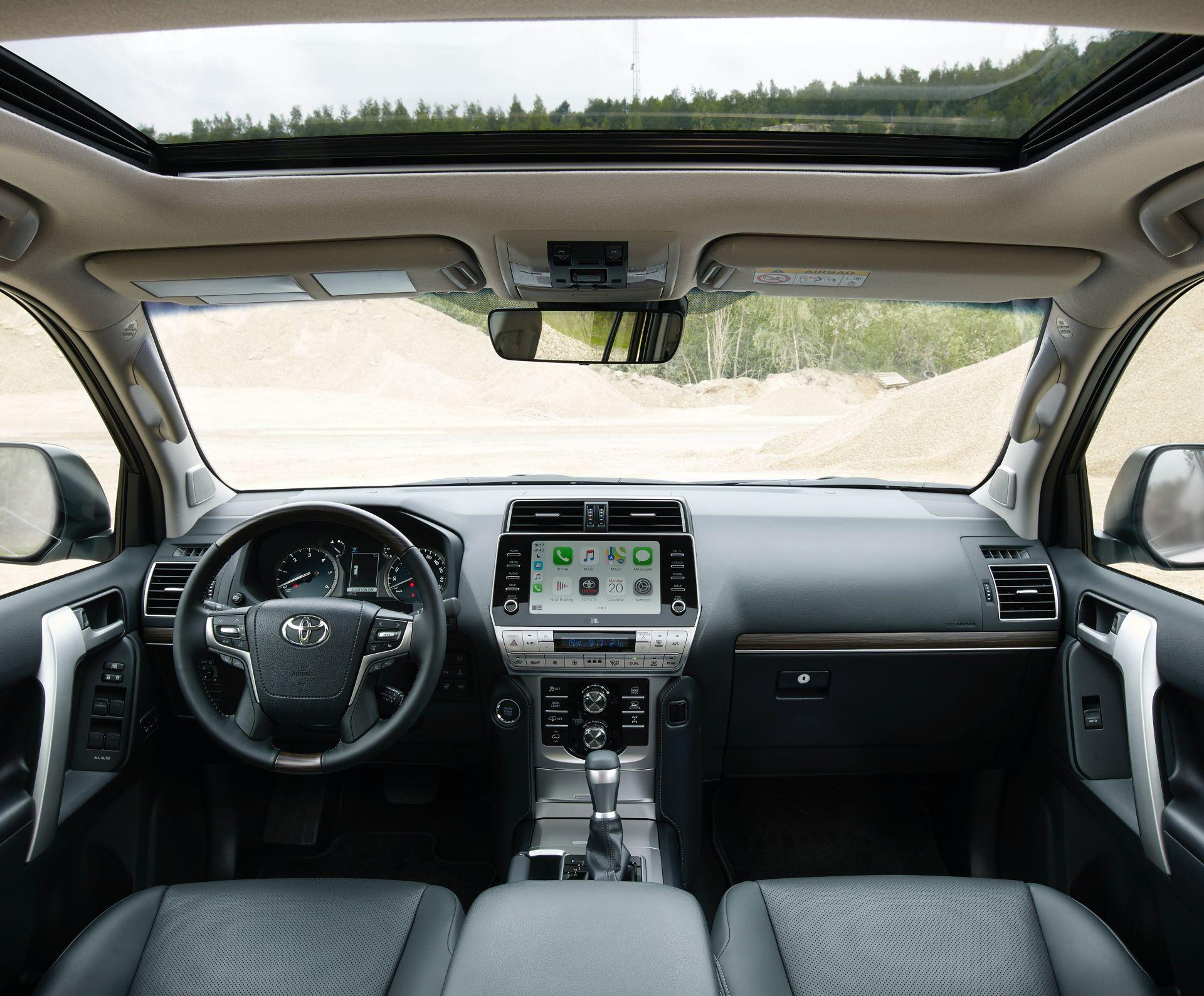 салон нового Toyota Land Cruiser 150 Prado 2021
