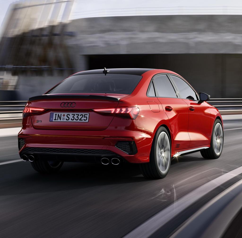 задние фонари седана Audi S3 2021