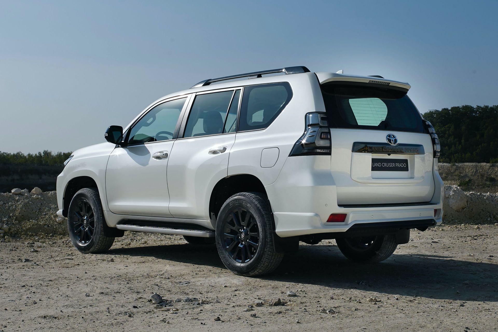 задние фонари Toyota Land Cruiser Prado 150 Black Pack 2021
