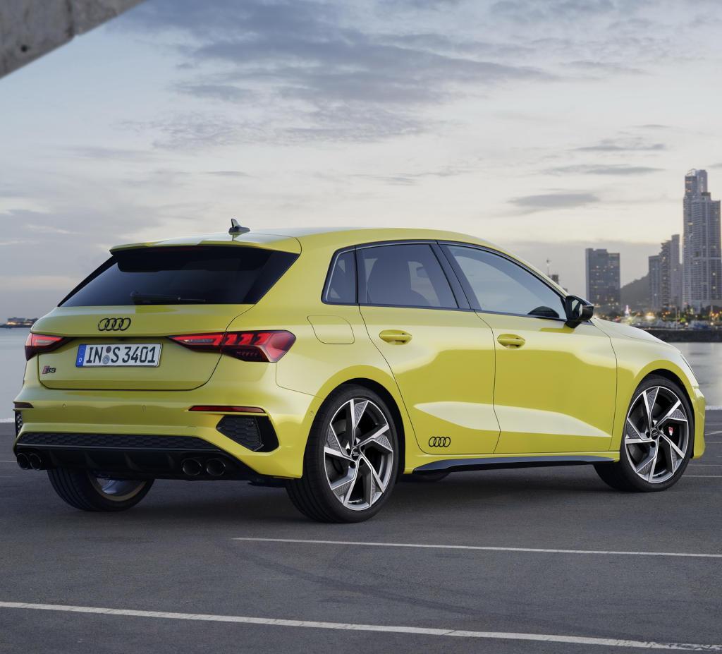 задняя часть Audi S3 Sportback 2021