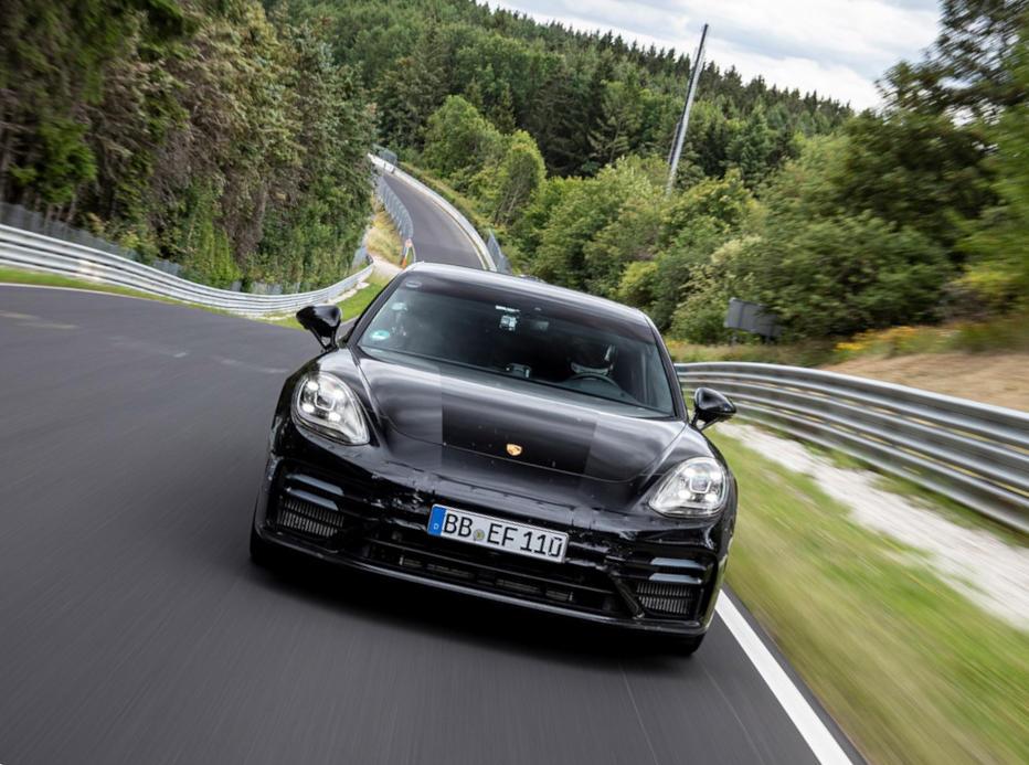 бампер, фары Porsche Panamera 2021
