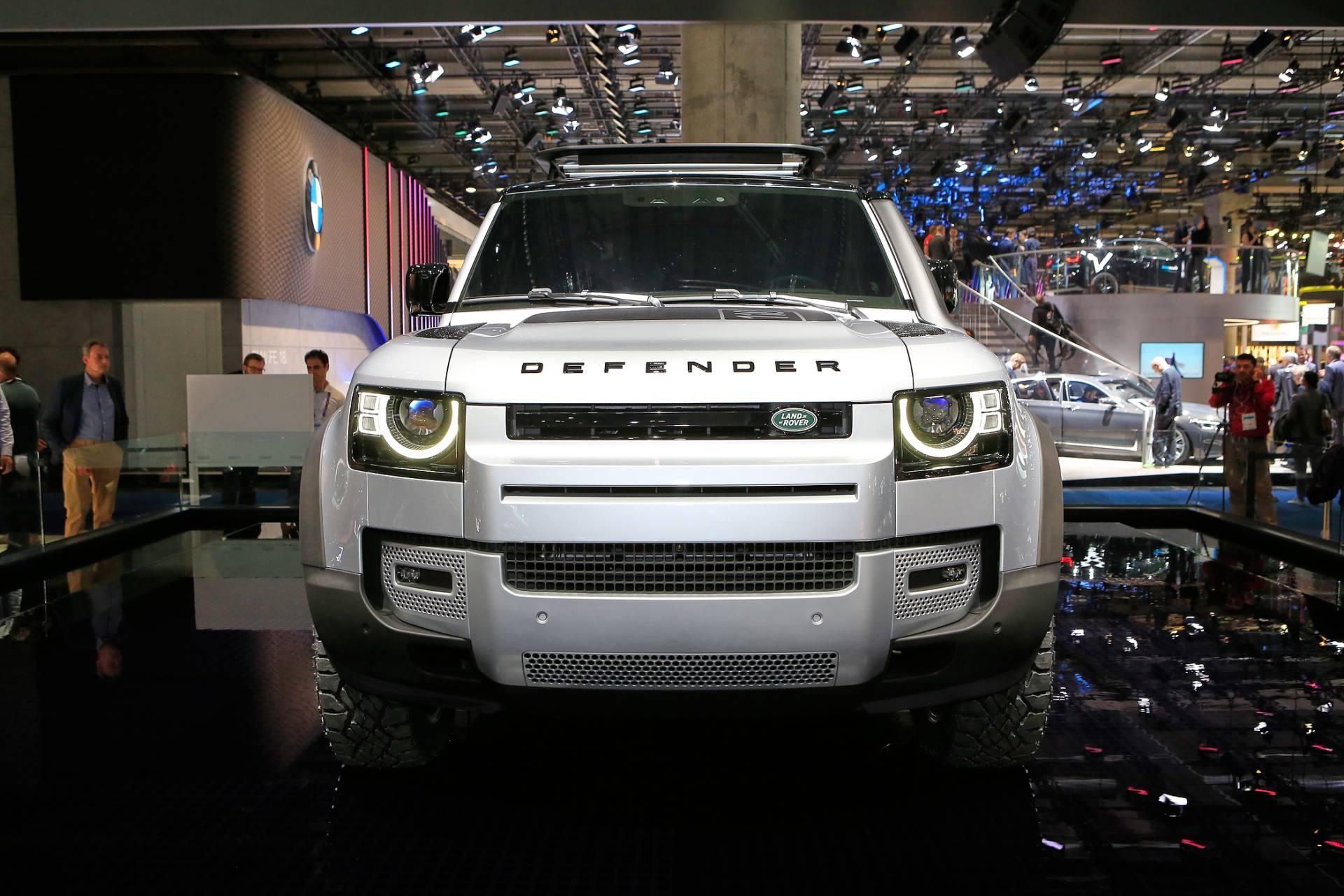 фары, решетка, бампер нового Land Rover Defender 2020 – 2021 в России