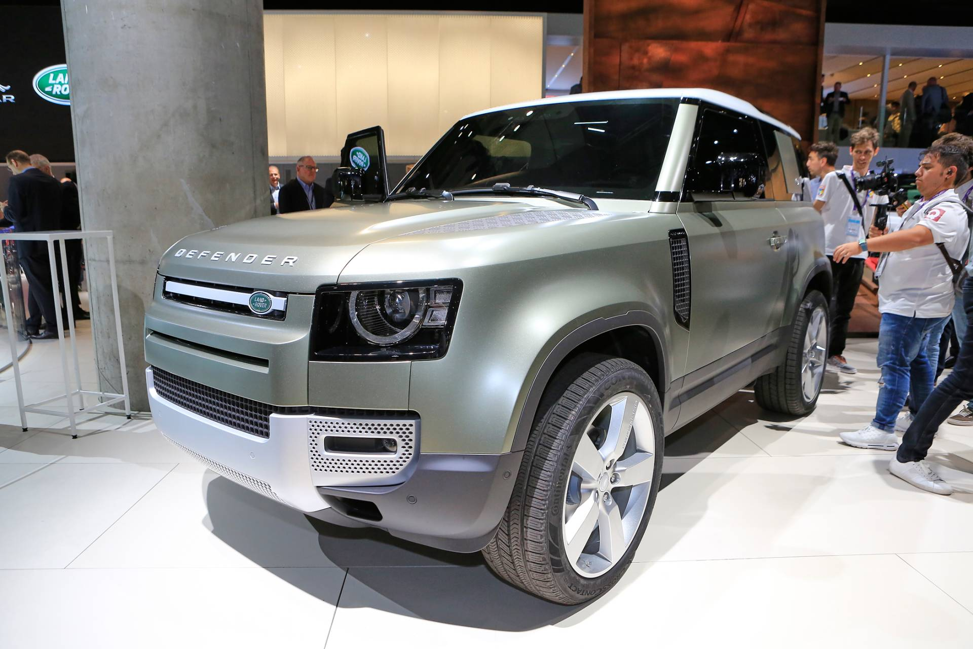 фото нового Land Rover Defender 90 2020 – 2021 в России