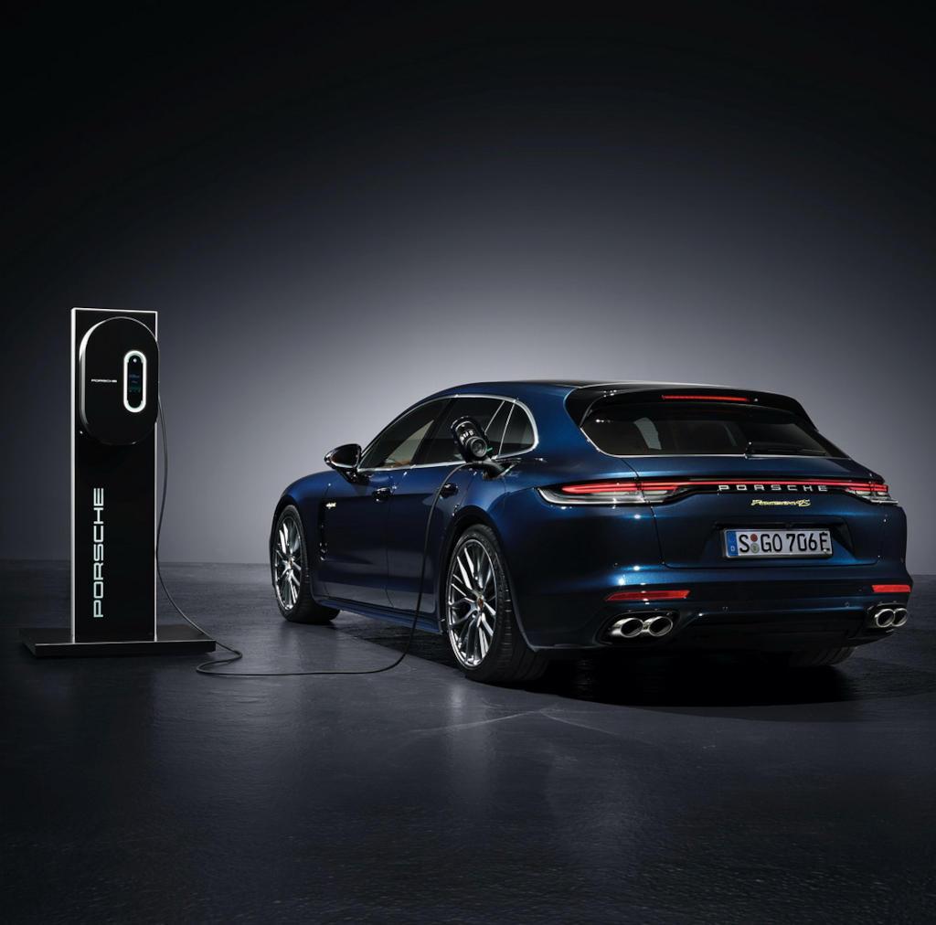 гибридный Porsche Panamera 2021 года