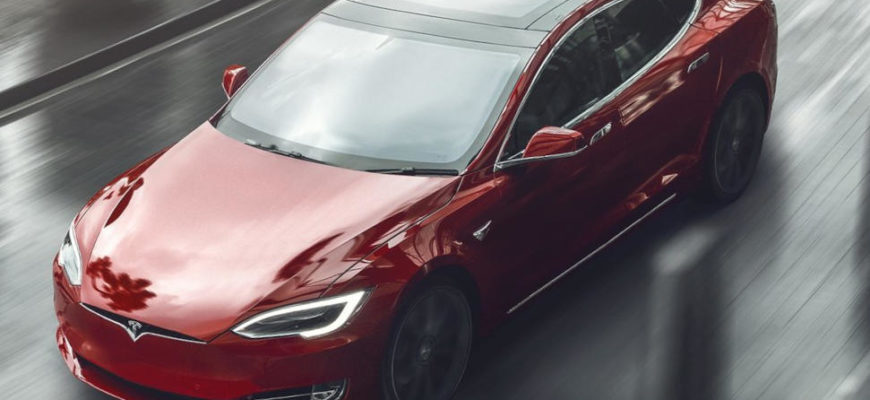 Новая Tesla Model S Plaid 2021 фото