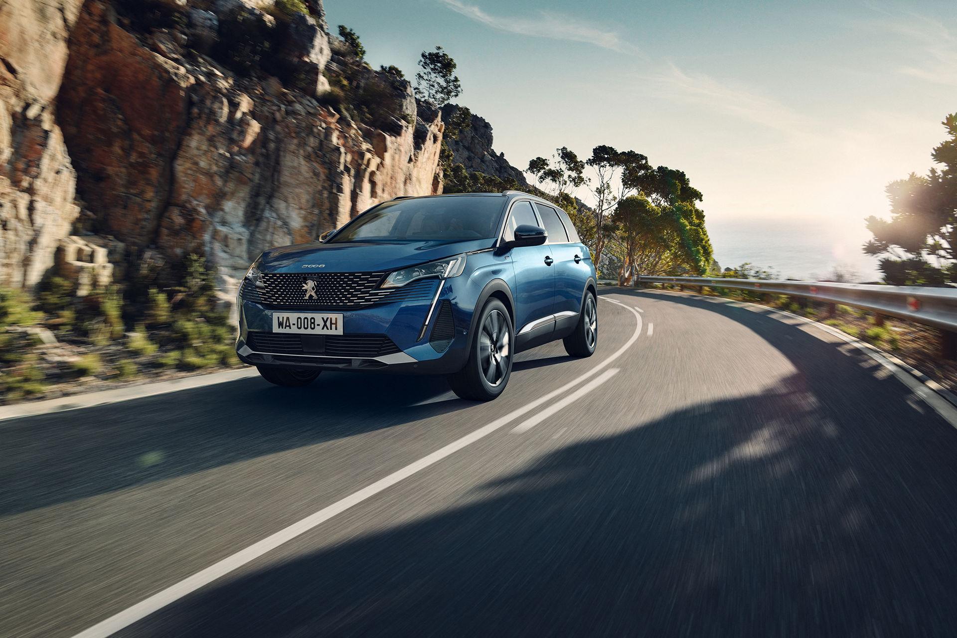 новый Peugeot 5008 2021 фото