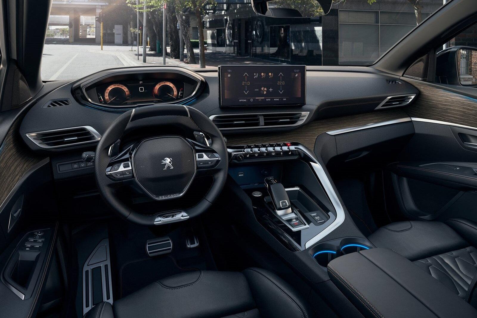 салон Peugeot 5008 2021