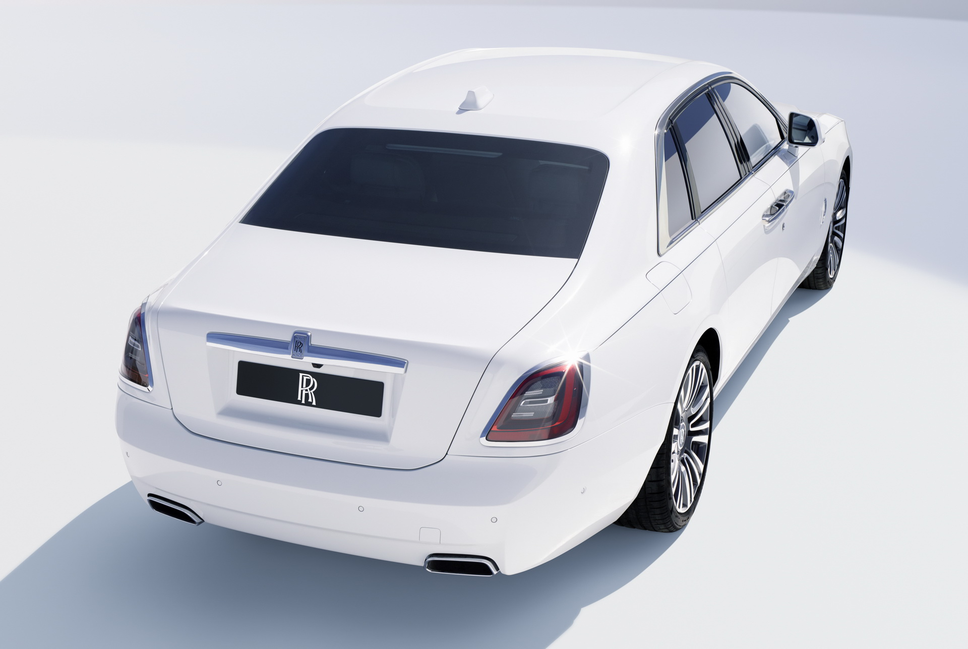 задняя часть Rolls-Royce Ghost 2021