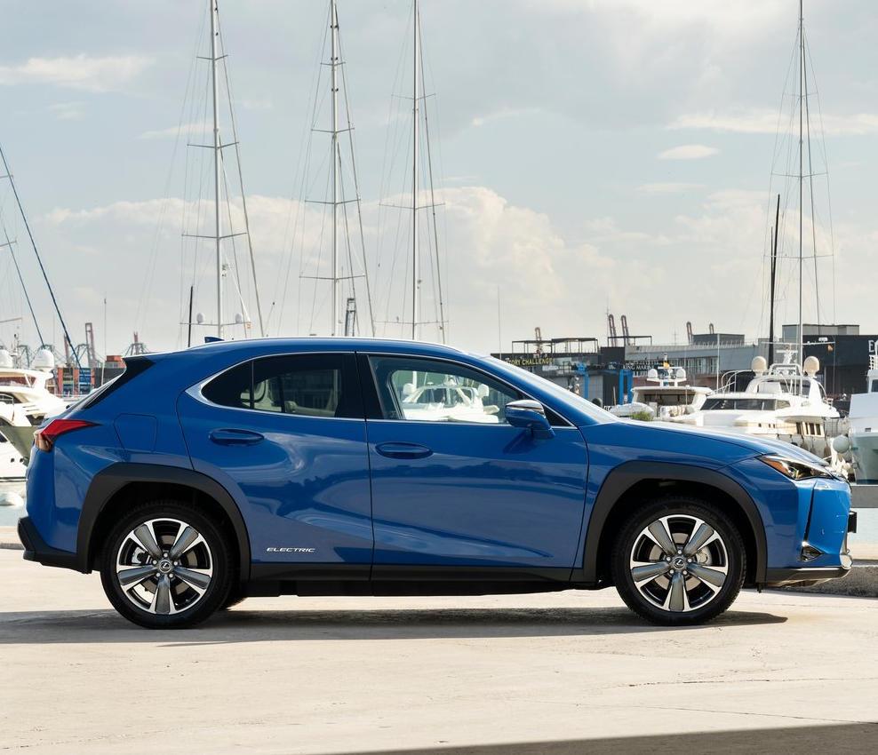 электрокар Lexus UX 300e 2021