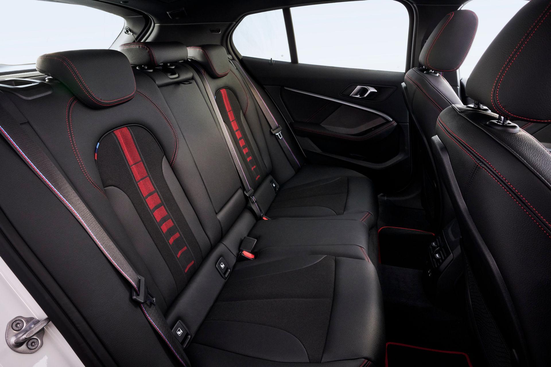 интерьер BMW 128ti 2021 года