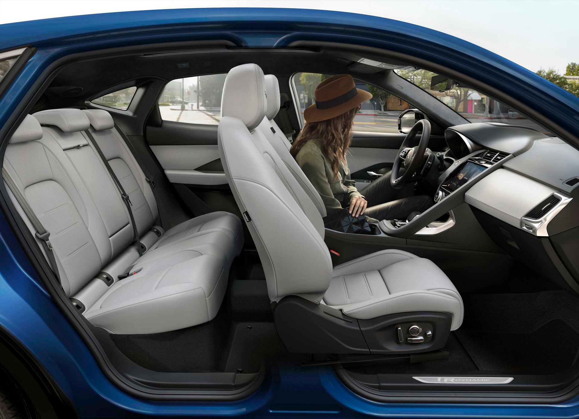интерьер Jaguar E-Pace 2021