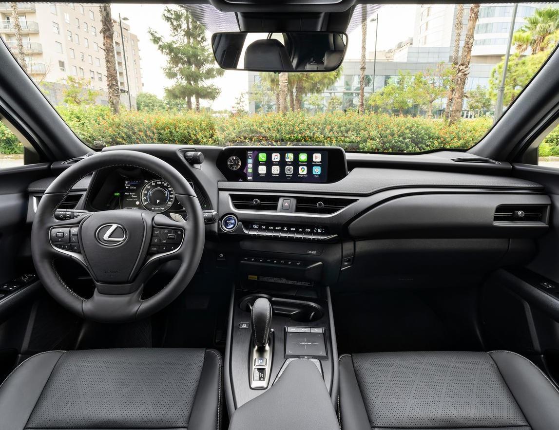 салон Lexus UX 300e 2021 фото