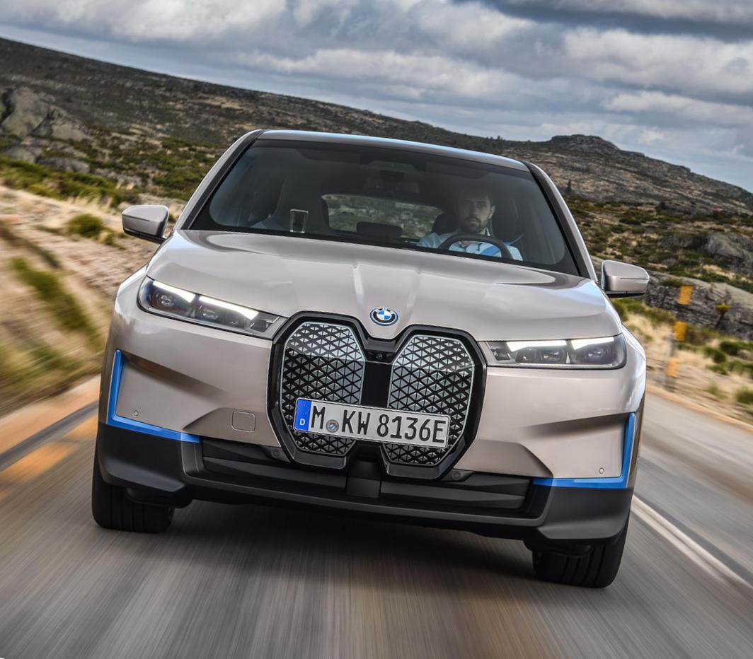 фары, решетка, бампер BMW iX 2022
