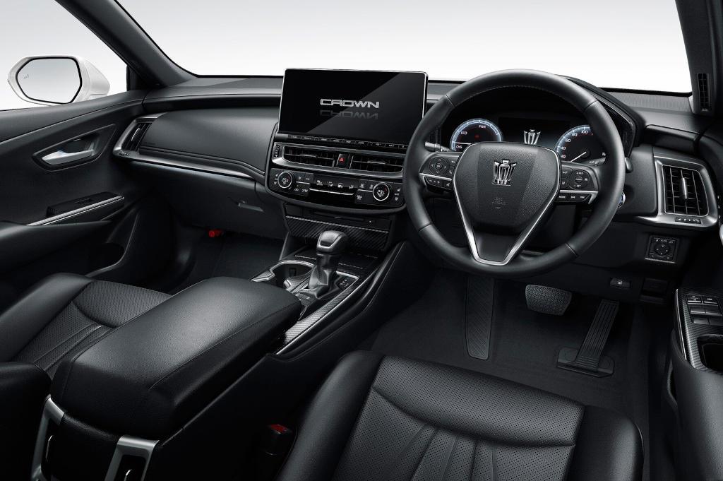 салон Toyota Crown 2021 года