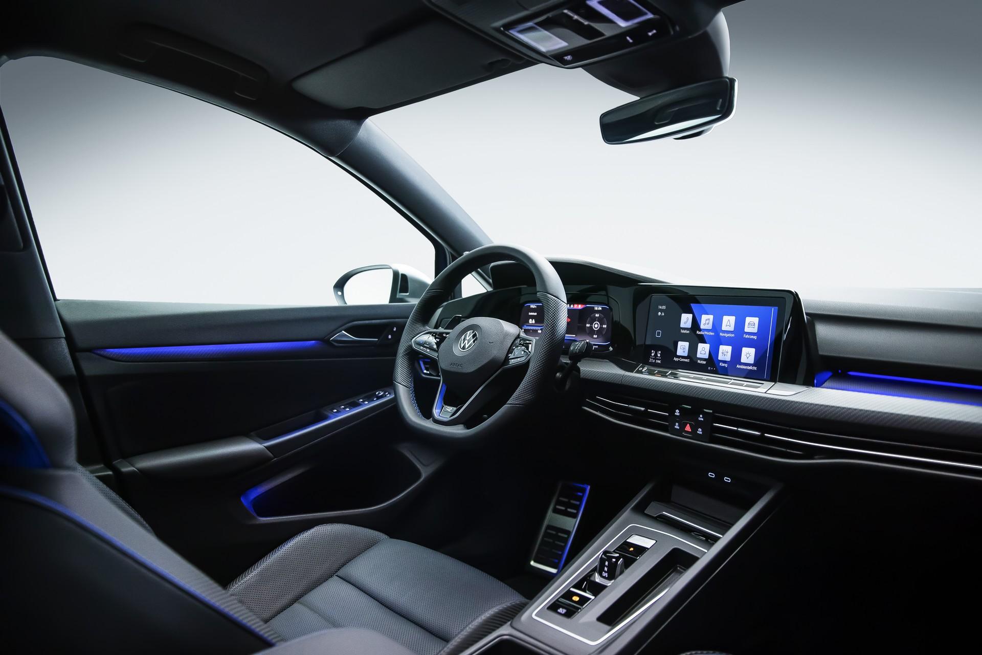 салон Volkswagen Golf R 2021-2022
