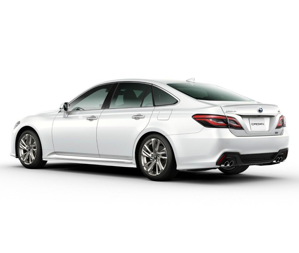 задняя часть Toyota Crown 2021