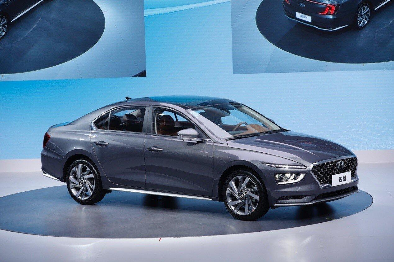 Hyundai Mistra 2021 сбоку