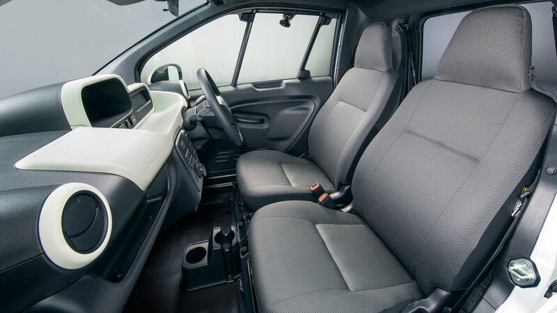 интерьер Toyota C+ Pod