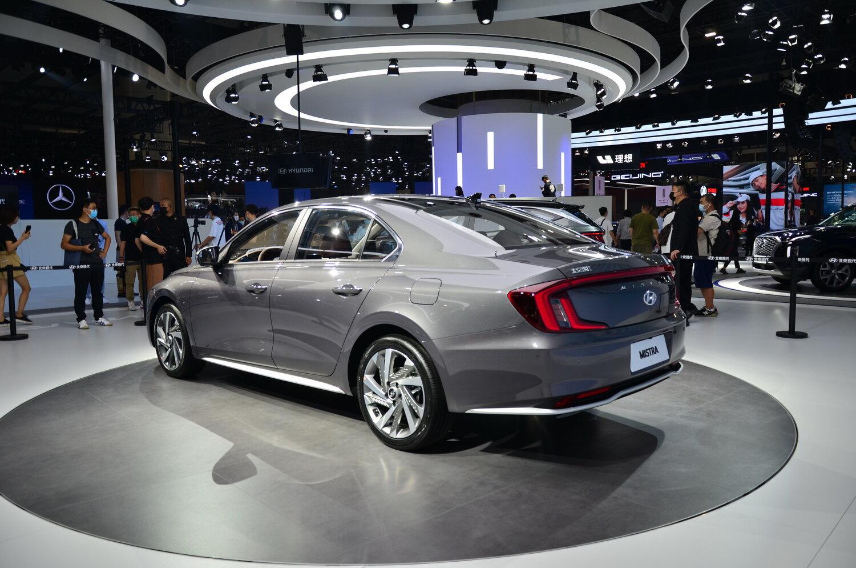 задняя часть Hyundai Mistra 2021