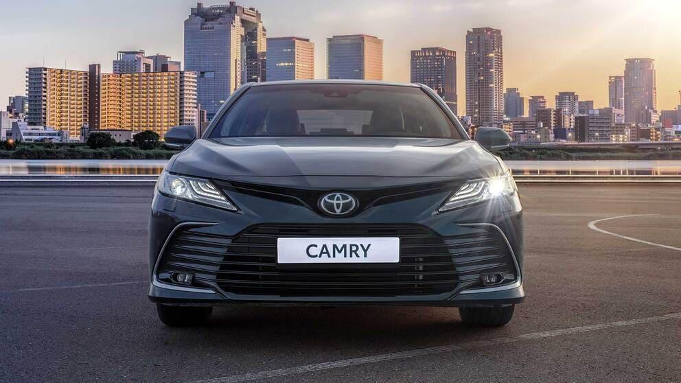 фары, решетка, бампер Toyota Camry XV70 2021-2022