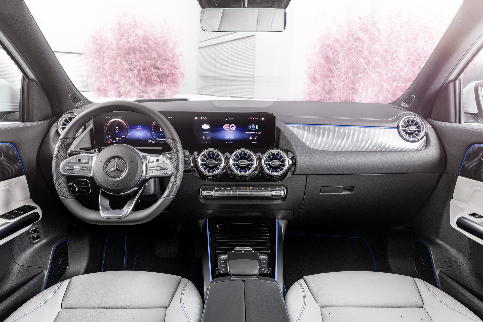 салон Mercedes-Benz EQA 2022