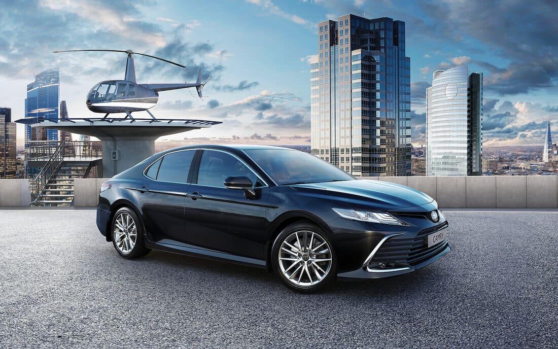 Toyota Camry XV70 3.5 2021-2022 сбоку