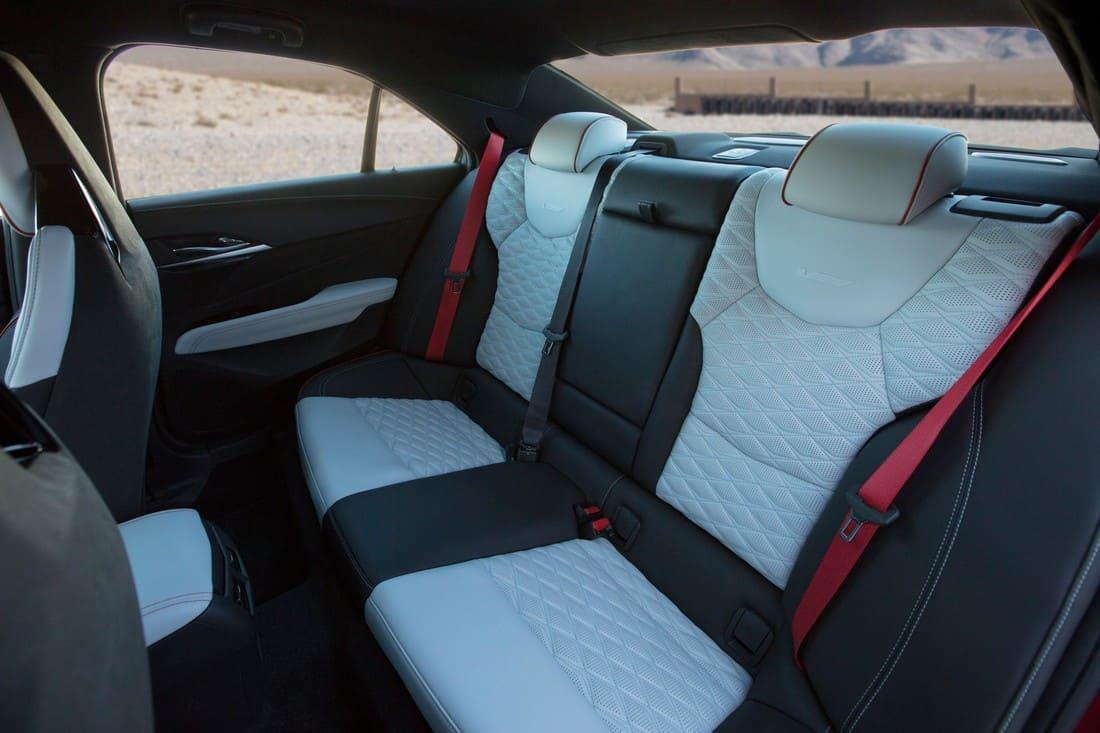 Cadillac CT4-V Blackwing 2022 интерьер