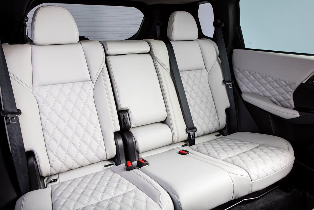 интерьер Mitsubishi Outlander 2022